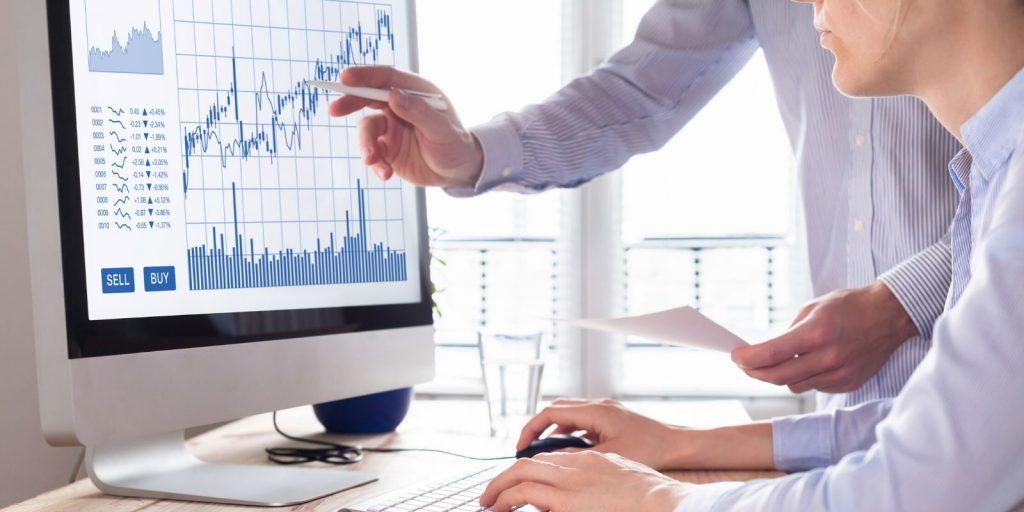 Traders et graphique de trading