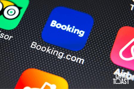 Le directeur de Booking.com s'intéresse aux crypto-monnaies