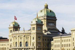 Suisse : le Conseil fédéral veut adapter la loi pour ouvrir le pays à la blockchain