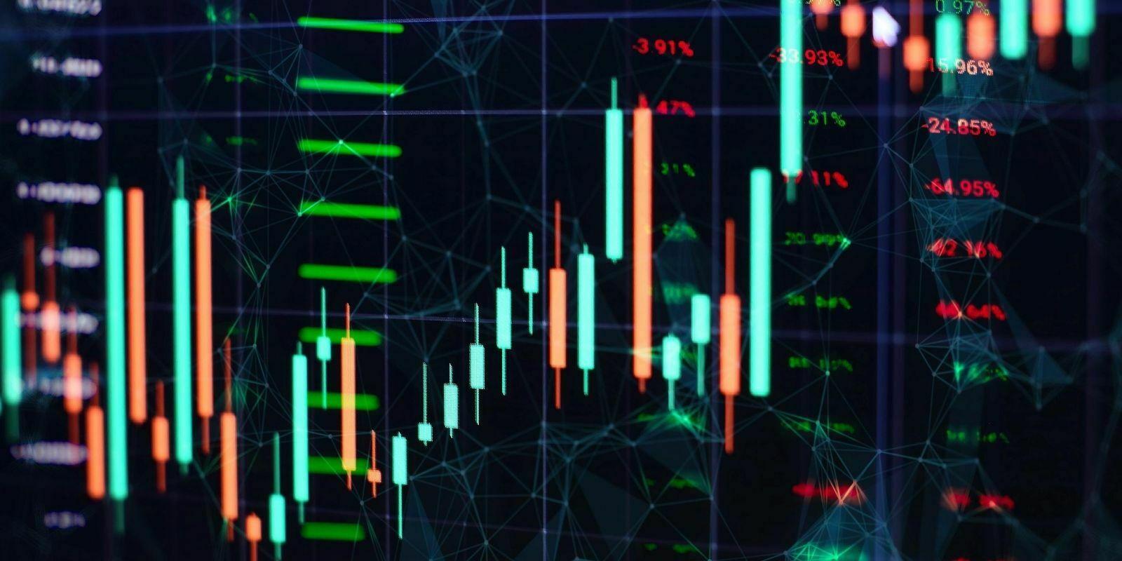 Le Bitcoin (BTC) et l'Ether (ETH) consolident, tandis que le LINK décolle