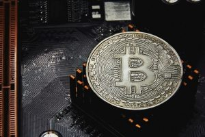 Un ancien mineur déplace 100 bitcoins (BTC) pour la première fois en 11 ans