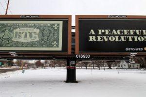 États-Unis : un street-artist promeut le Bitcoin tout en critiquant le système financier actuel